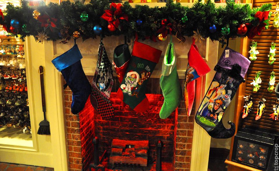 Рождественские носки в сувенирной лавке Magic Kingdom