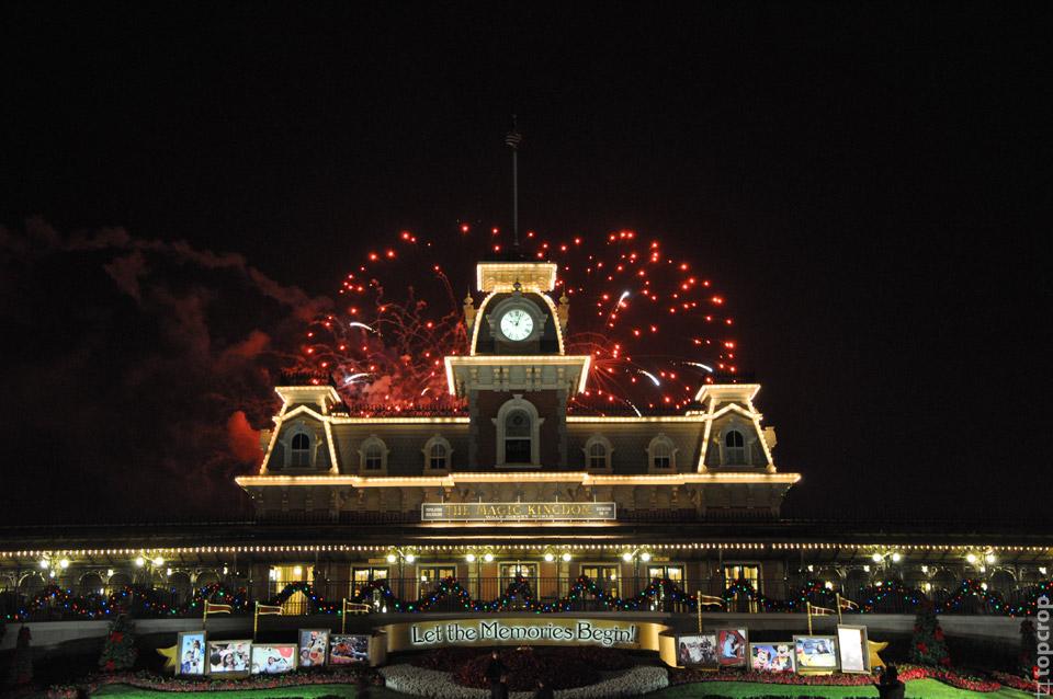 Традиционный вечерний фейерверк в Magic Kingdom