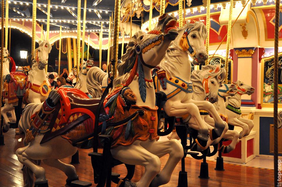 Знаменитая карусель с лошадками в Magic Kingdom