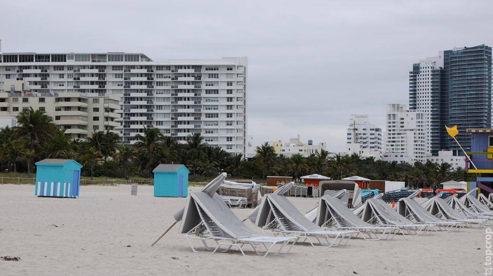 Вид на отельную линию с пляжа Майами-Бич
