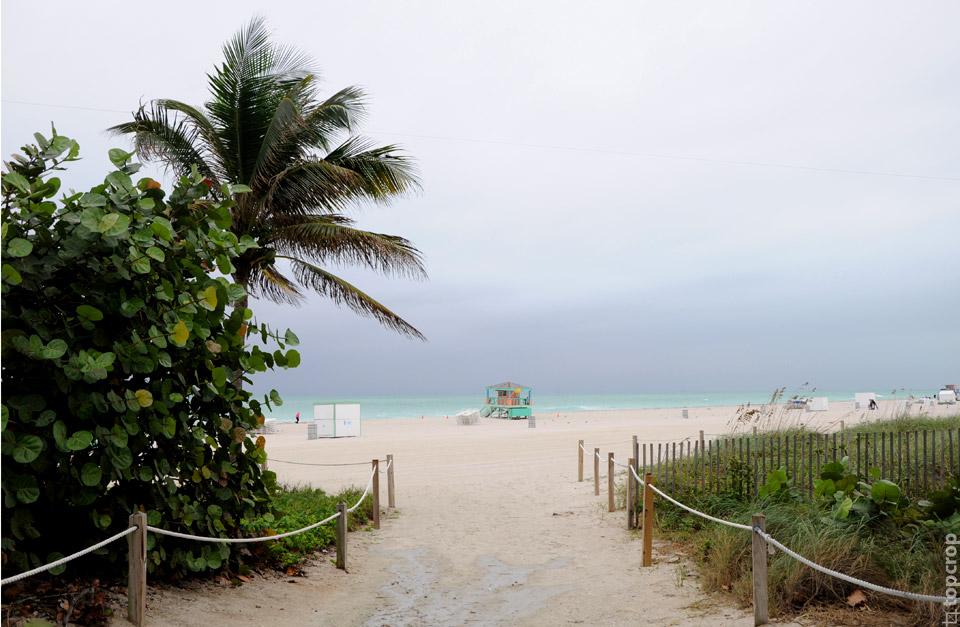 Вход на пляж Маями-Бич около Lummus Park