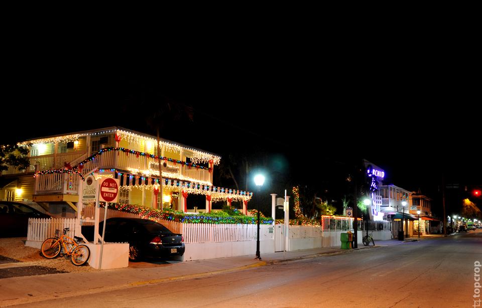 Новогодние украшения домов на острове Key West