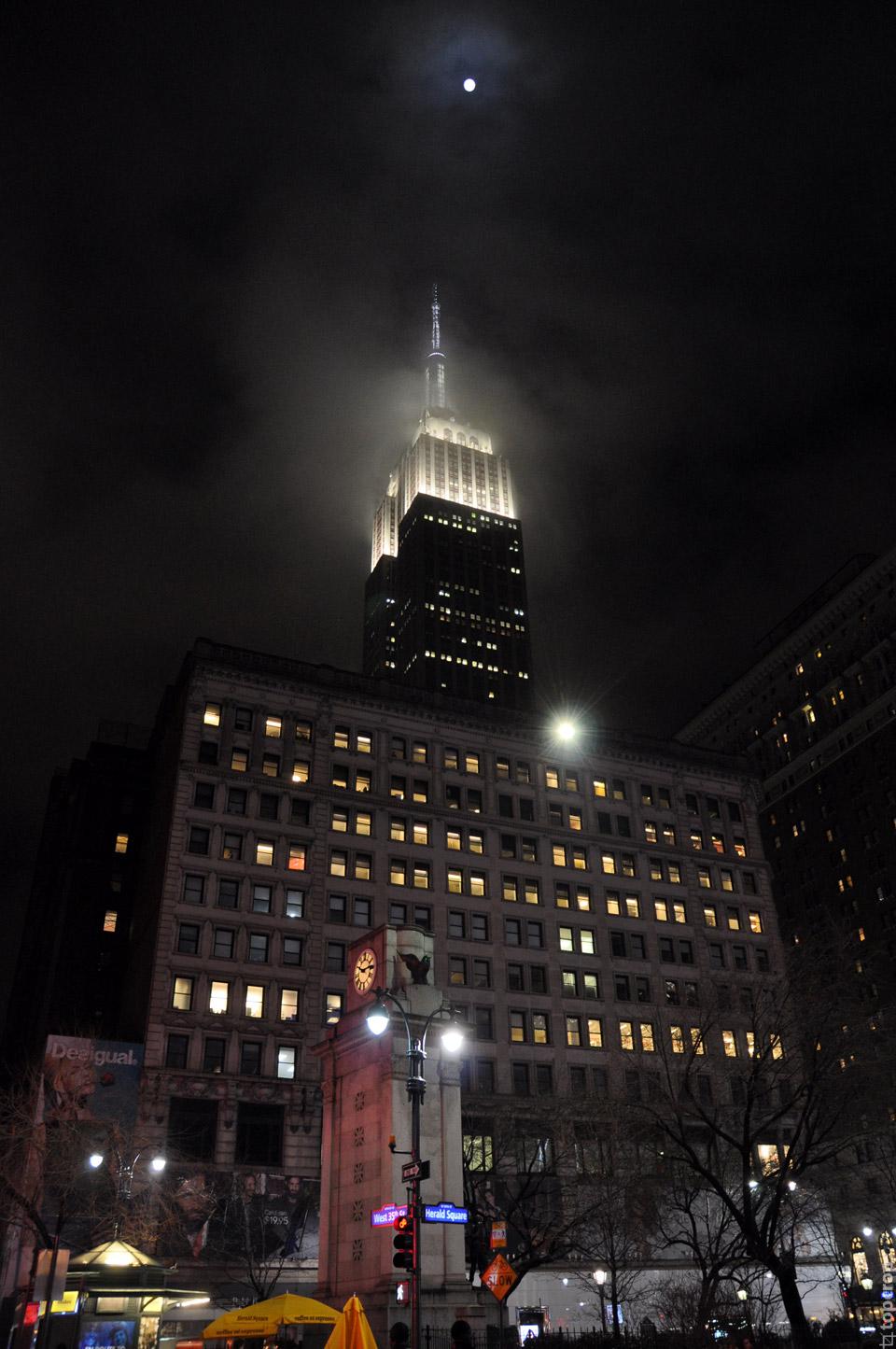 Эмпайр-стейт-билдинг ночью