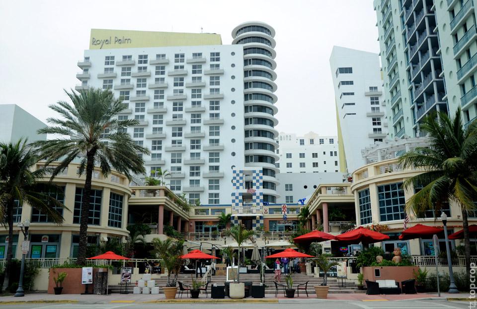 Вид на отель Royal Palm c Ошен Драйв в Маями