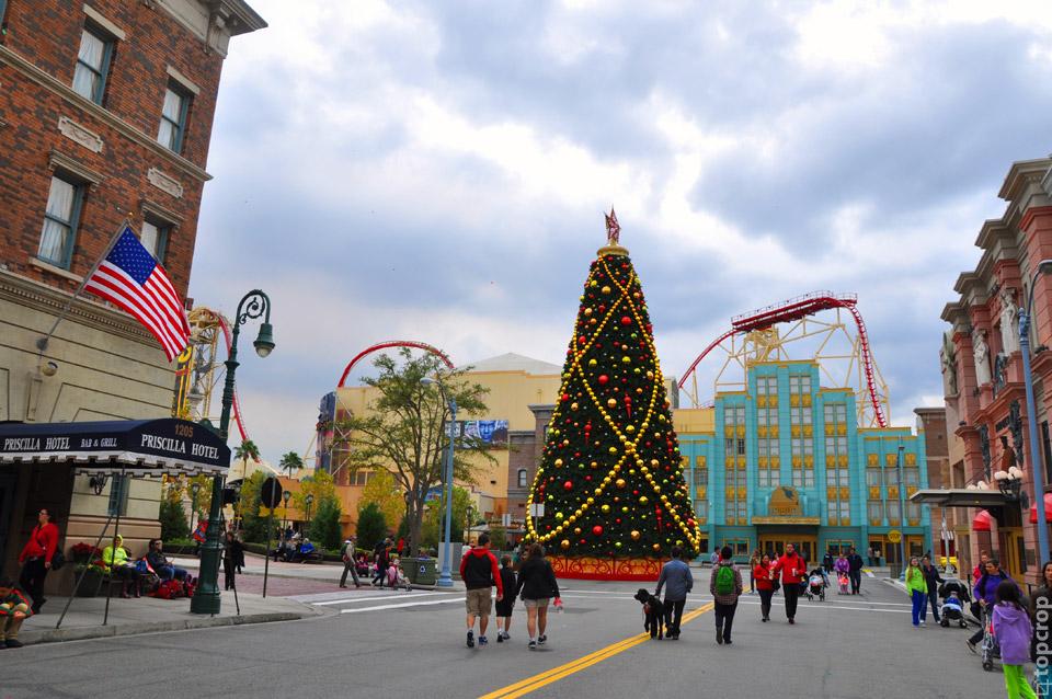 Новогодняя ель в Universal Studios