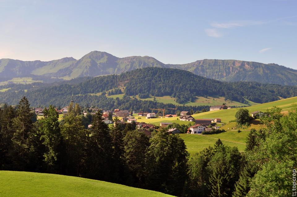 Вид на австрийский городок Хиттизау