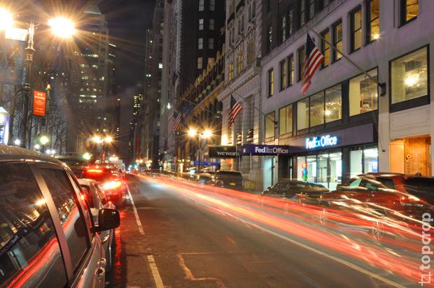 Улица около Брайант Сквер в Нью-Йорке