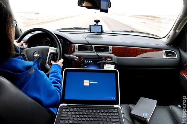 Команда TopCrop.ru эффективно использует время в дороге благодаря Ultrabook на базе процессора Intel.