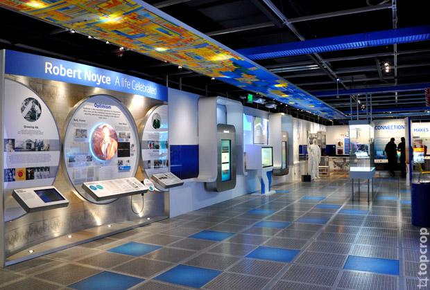 Экспозиция в музее Intel
