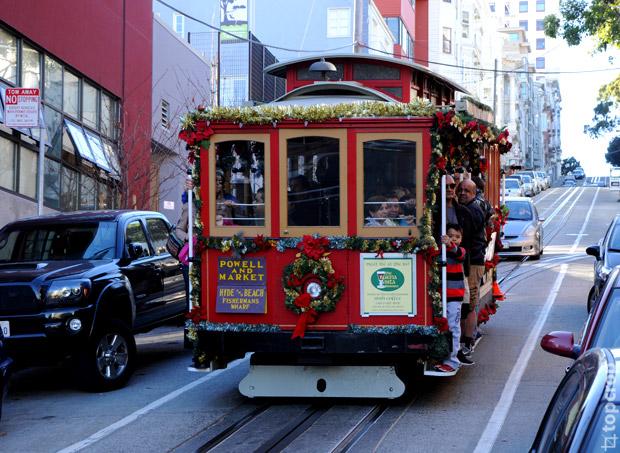 Канатный трамвай (Cable Car) в Сан-Франциско - популярный вид трансопрта среди туристов. Маршруты канатных трамваев проходят через крутые холмы города.