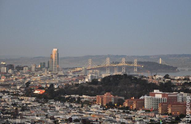 Панорама на мост Oakland Bay Bridge