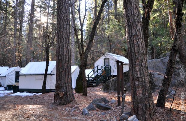 Палатки в парке Йосемити, Калифорния