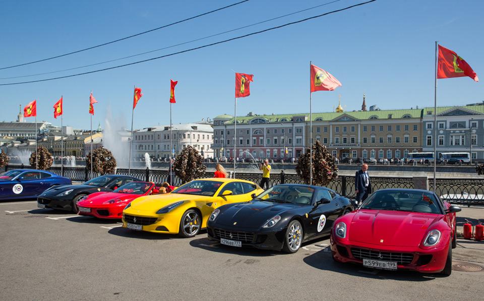 Суперкары Ferrari на Болотной площади