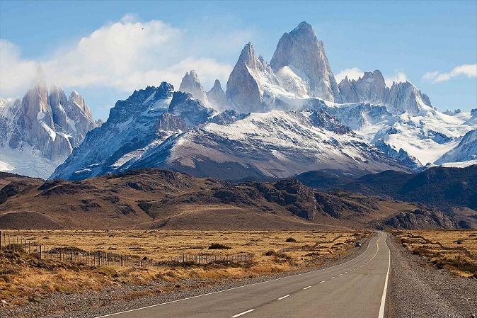 Дорога в Monte Fitz Roy, Patagonia, на границе Аргентины и Чили