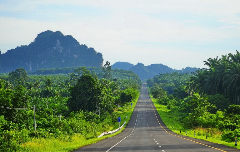Загородная дорога в Тайланде