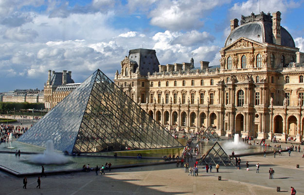 Лувр (Louvre Museum) Париж, Франция