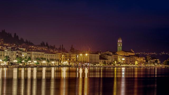 Набережная, город Сало, озеро Гарда, Италия, путешествия