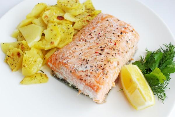 лосось, картофель, мультиварка, рецепт