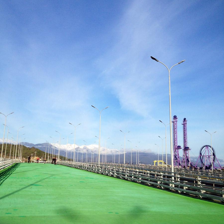 Зеленая пешеходная дорожка в Олимпийском парке