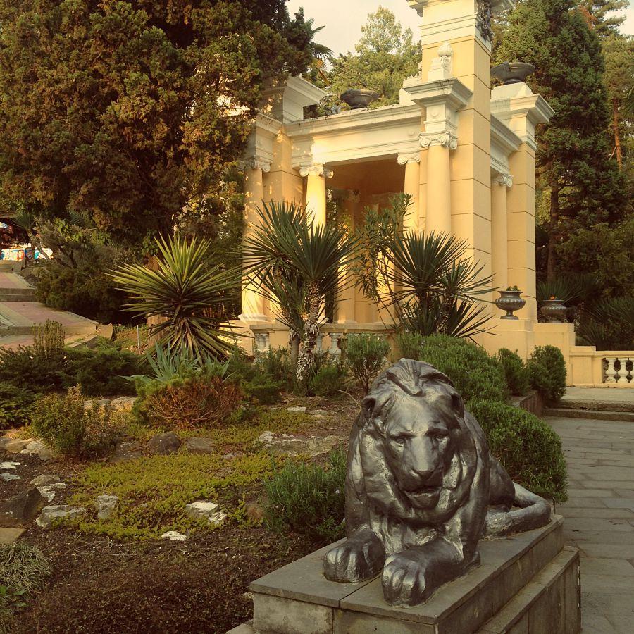 Лев в парке Дендрарий