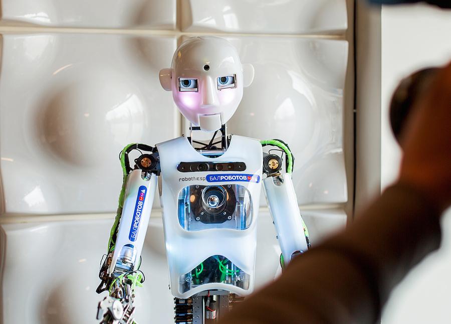 Робот RoboThespian