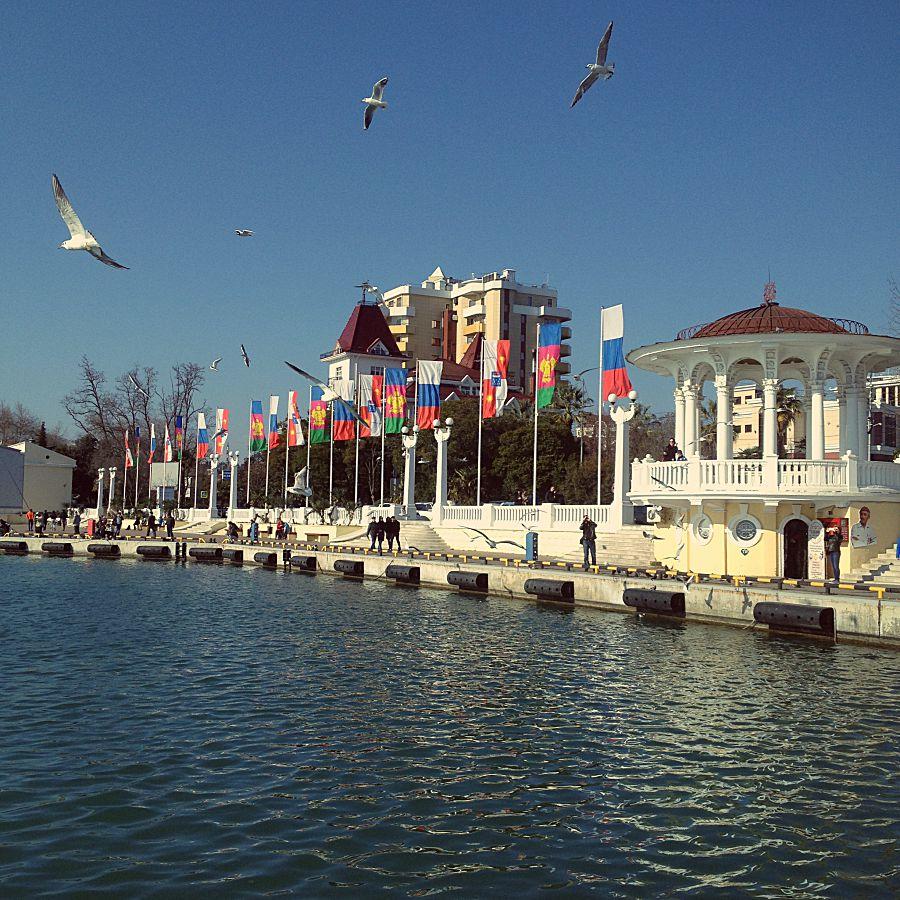 Набережная морского вокзала в Сочи