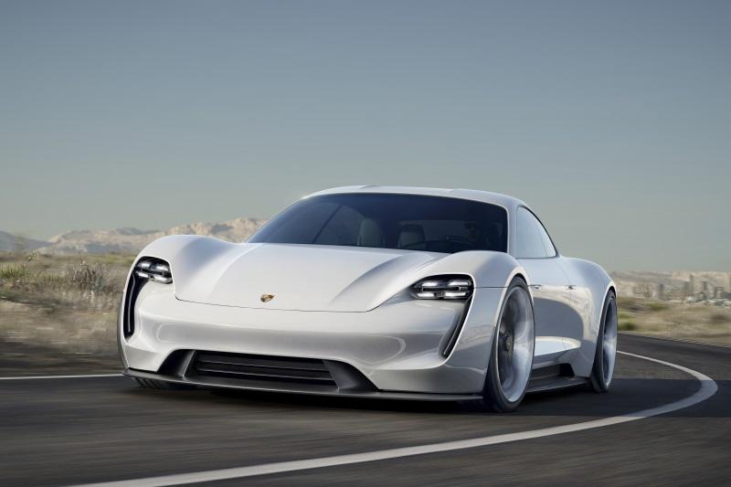 Porsche Mission E в белом цвете