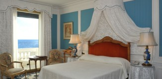 Кровать в номере Монсеррат Кабалье