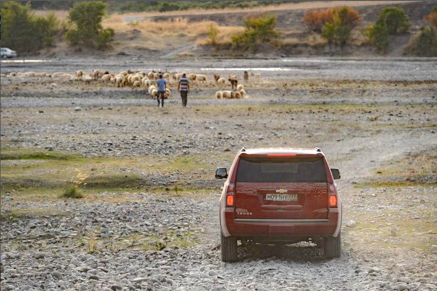 Chevrolet Tahoe в горах