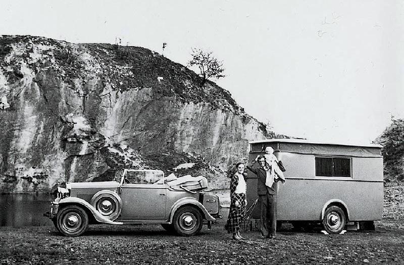 Алекс Делслефс с семьей во время путешествия по Германии в 1931 году