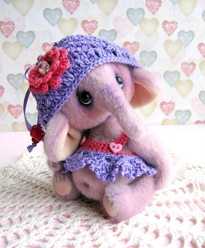 Плюшевый слоненок