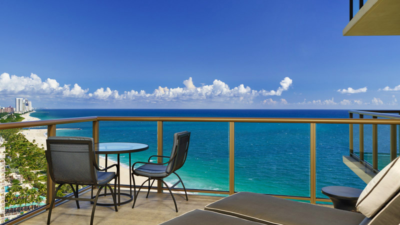 Вид на Атлантический океан с балкона St. Regis