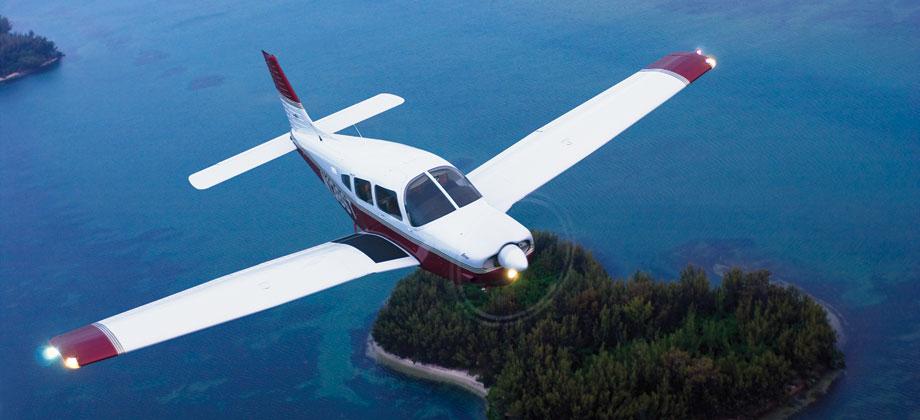 самолет с убирающимися шасси
