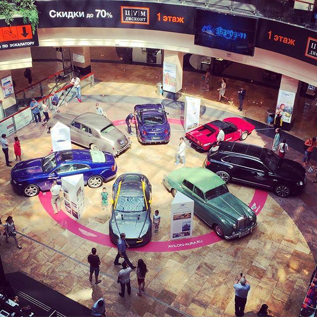 Уникальная выставка под стеклянным куполом ТРЦ в центе Москвы.