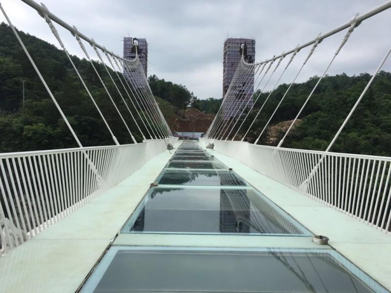 Гранд-Каньон Стеклянный мост в Чжанцзяцзе.