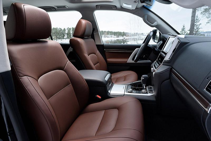 Toyota Land Cruiser 200 с коричневым салоном