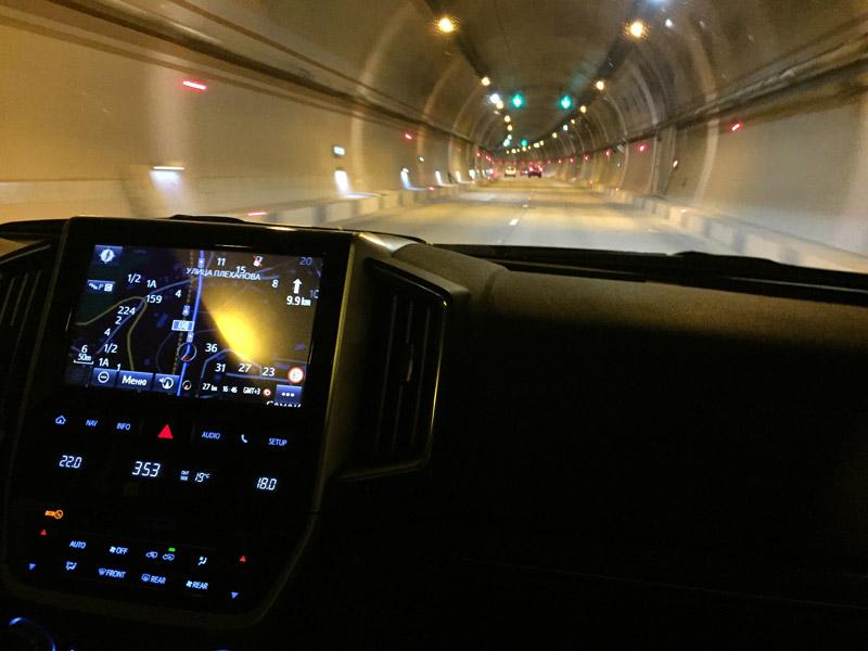 Land Cruiser в тоннеле