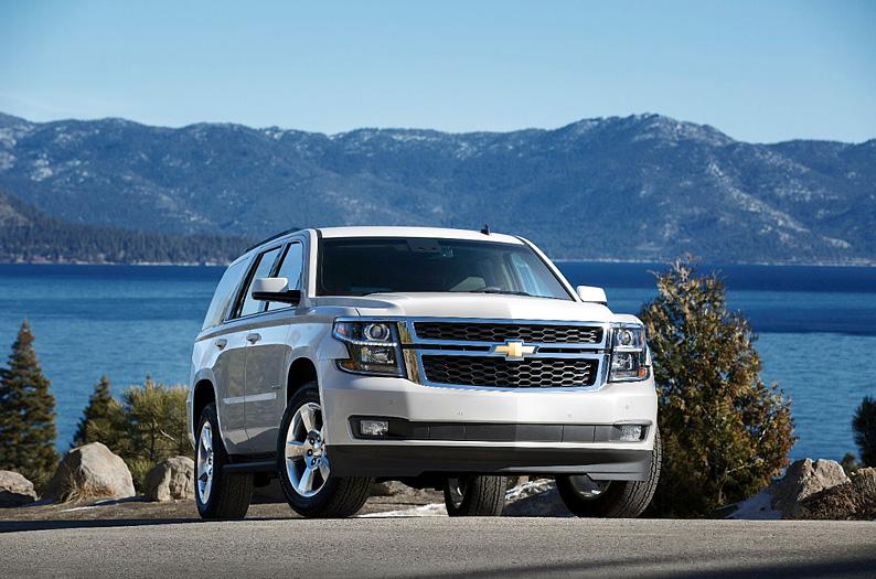 белый Chevrolet Tahoe
