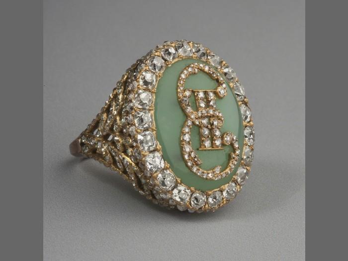 Перстень с вензелем императрицы.