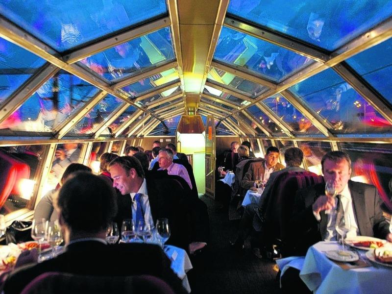 Залы поезда-ресторана вмещают 78 гостей