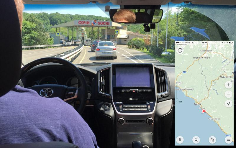 В районе поселка Магри проверяют все автомобили, въезжающие в Сочи.