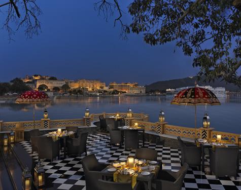 Sheesh Mahal - двухуровневый ресторан на открытом воздухе с превосходной кухней.