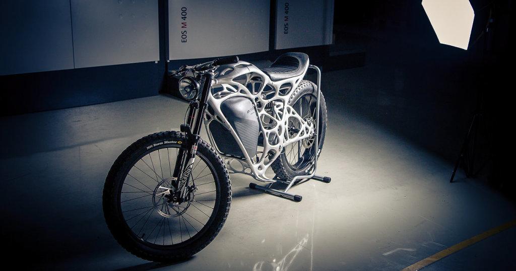 Бесшумный, мощный и без вредных выхлопов Light Rider работает от электродвигателя, мощностью в 6 кВт, выдающим крутящий момент в 130Нм. Фото: lightrider.apworks.de