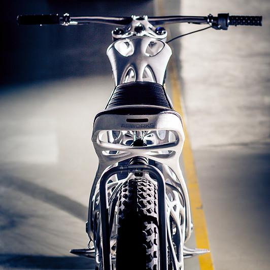 Light Rider изготовлен из тысяч 30мкм тонких слоев порошка металлической пудры.Фото: lightrider.apworks.de