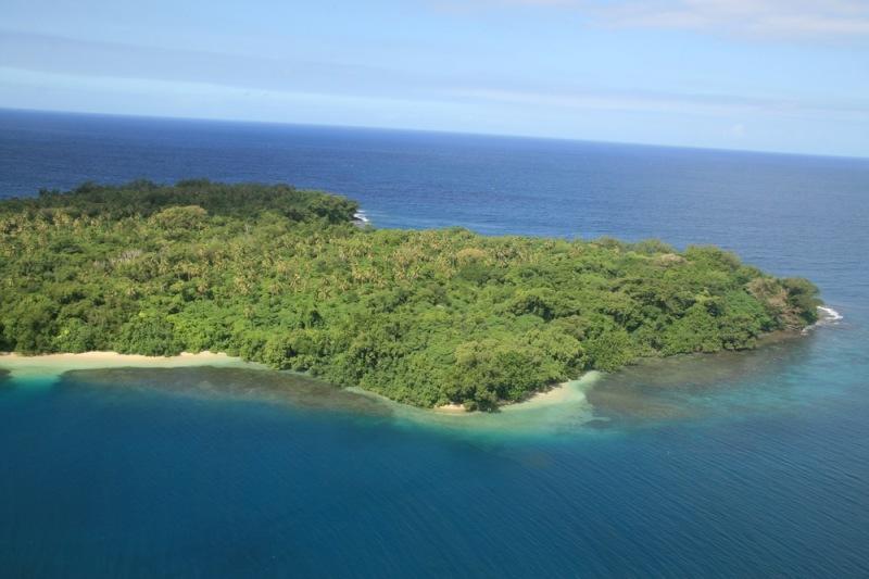 Теплое течение, живописные коралловые рифы и обустроенный быт, фруктовые сады и изобилие морепродуктов  - все это остров  Лемур, произносимый как  Lanua и известный как L'Amour.