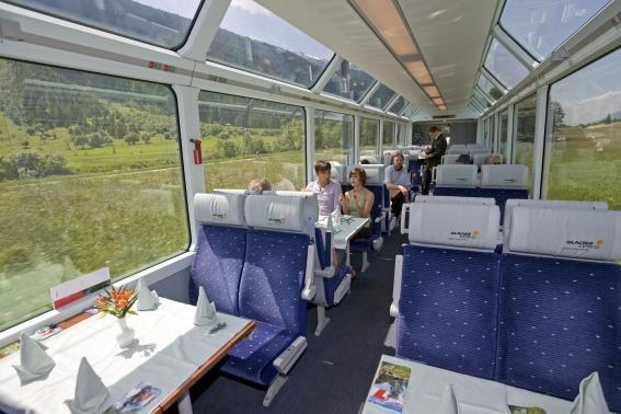 вагон ресторан в швейцарском поезде