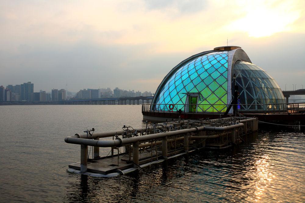 Фонтан «Лунная радуга» в Сеуле