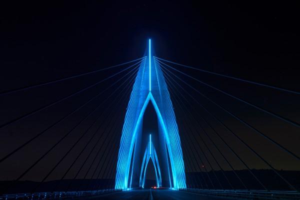 Мост в Марокко - не первый опыт компании Philips в создании системы светодиодного освещения.