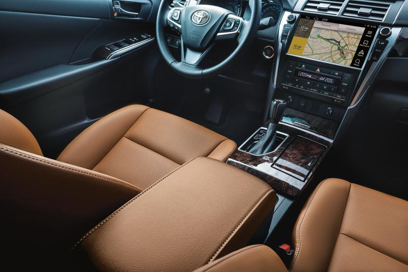 Элегантный и современный интерьер Toyota Camry Exclusive.