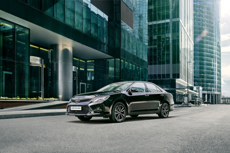 Toyota Camry Exclusive поддерживает статус флагмана, обладающего широким рядом наград.